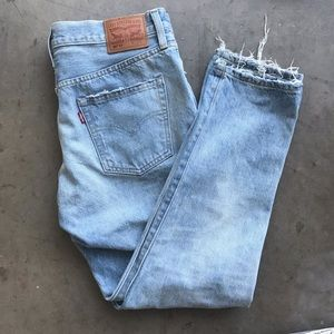 NEW Levi's 501 distressed boyfriend jeans ✨
